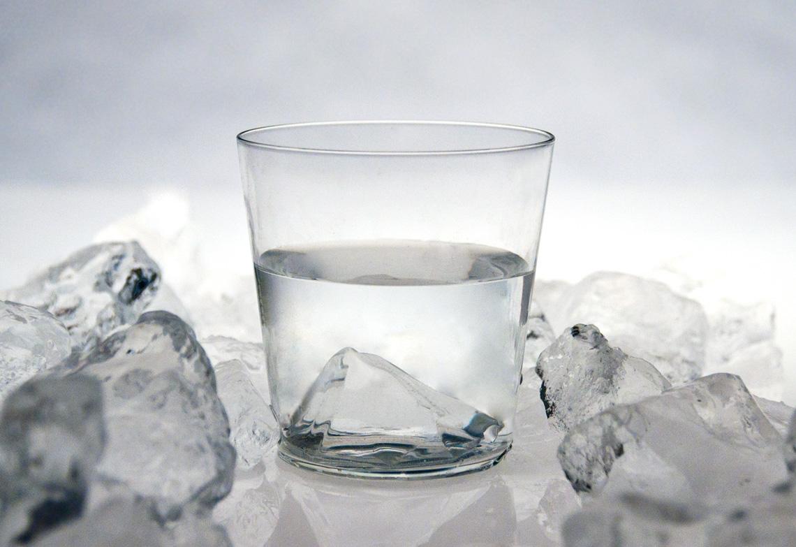 とけない氷のグラス